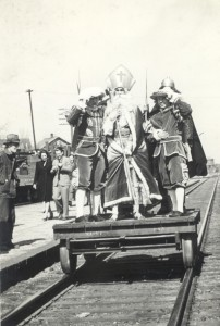 1940s Court Arrival Ceremony
