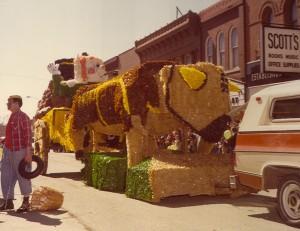 1980 Large Parade Float