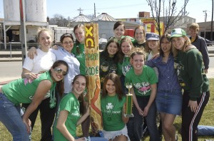 2006 Chi Omega group photo with Show Shilelagh